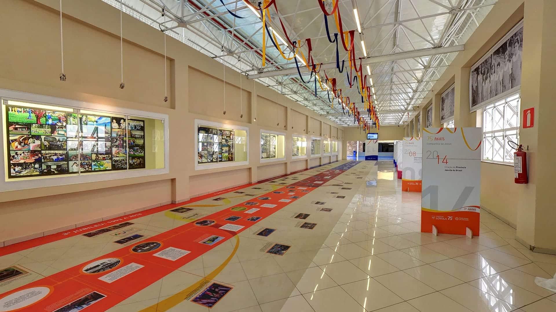 Exposição 75 anos - Colégio Loyola - Tour Virtual Street View Trusted